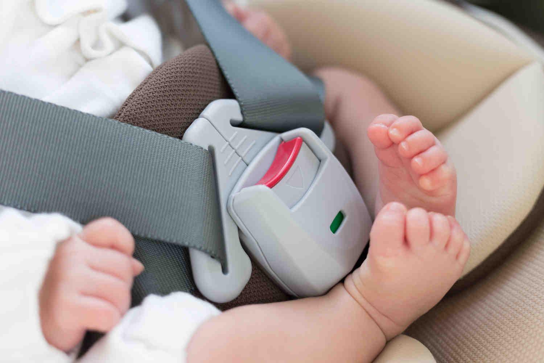 新生児のタクシー乗車にチャイルドシートは必要?