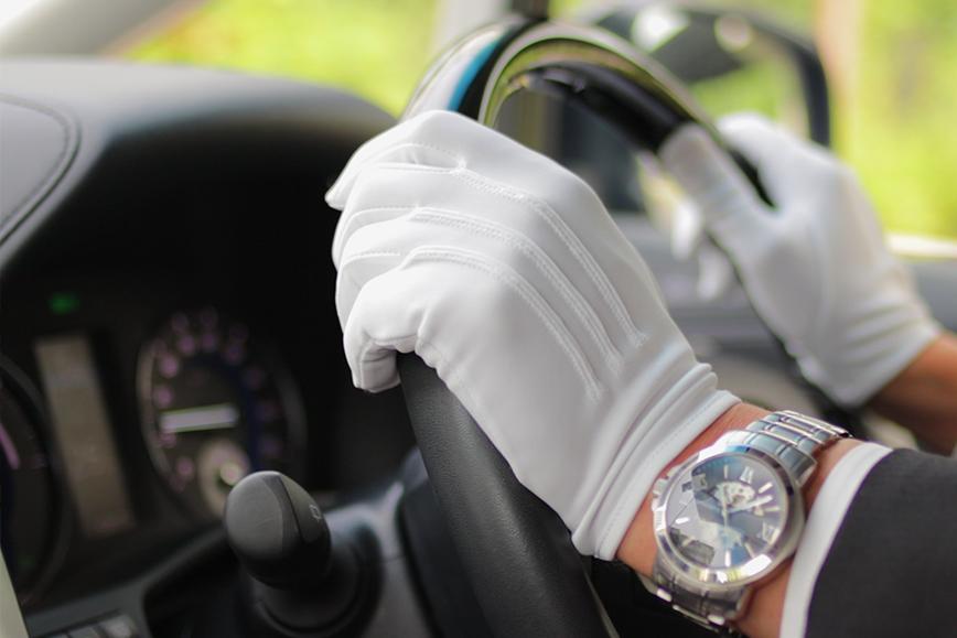 画像:ドライバーの手